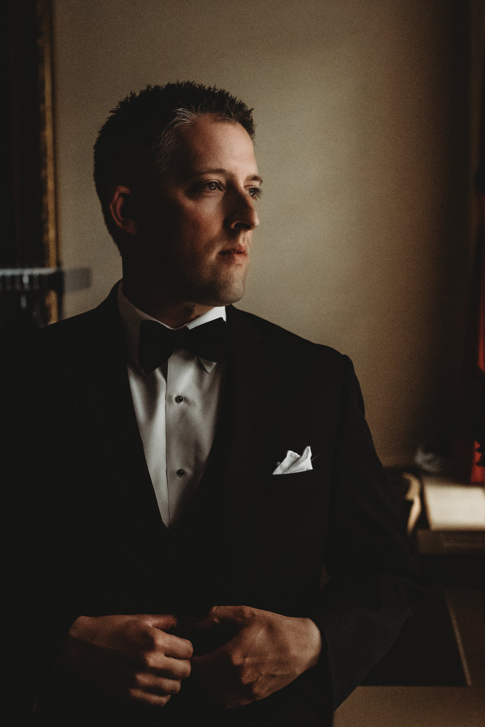 New England Groom Look Left | Mike Sears Photography