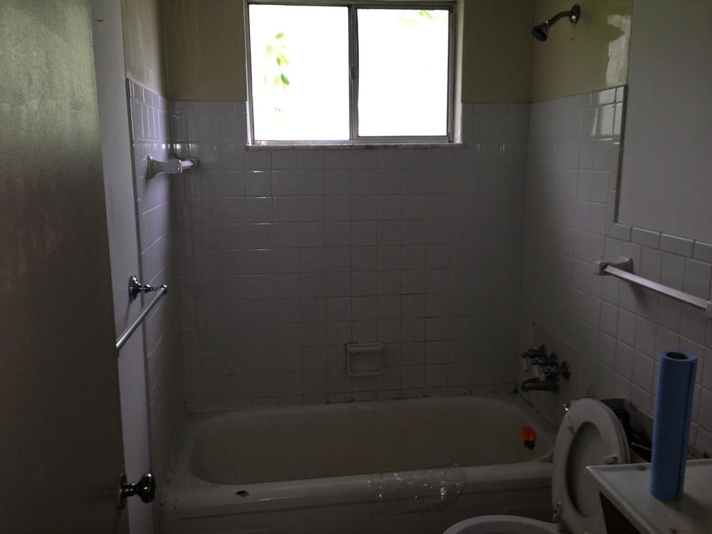 Grandview Bathroom Before