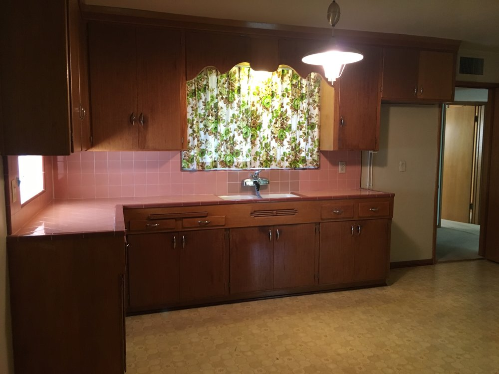 REtro Kitchen Before Renovation