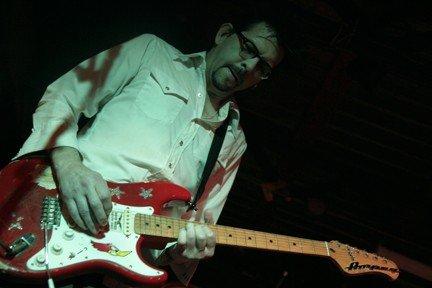 Mark Linkous performing, 2007. Photo via Facebook.