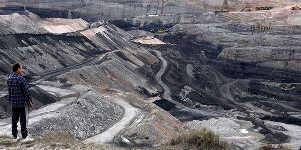An onlooker takes in the stark beauty of a  North Dakota Open-pit Lignite Mine .    Source   : Jennifer Woodard Maderazo under Creative Commons