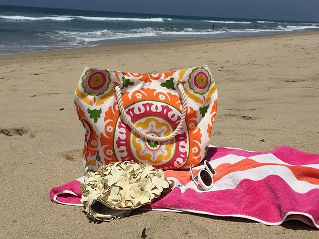 Happy #Saturday! #beach #ocean #socal #color #orange #pink #california #huntingtonbeach #totebag #handbag #chellesummer #handmade #inspire #create #summer