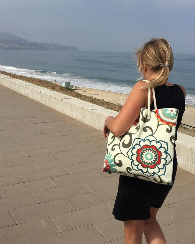 It's about the #ocean and the #beach and the #chellesummer #totebag, too. #california #handmade #handbag #create #inspire #red #turquoise #retromodern