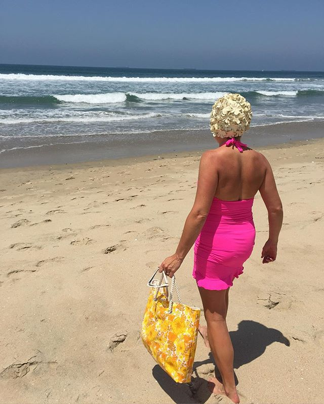 It's Friday- grab your #totebag , #swimdress , and #swimcap and head for your #happy place. Have a #peaceful and #restful weekend. #tgif #pink #ocean #beach #california #socal #huntingtonbeach #vintage #fabric #retromodern #summer #sunshine