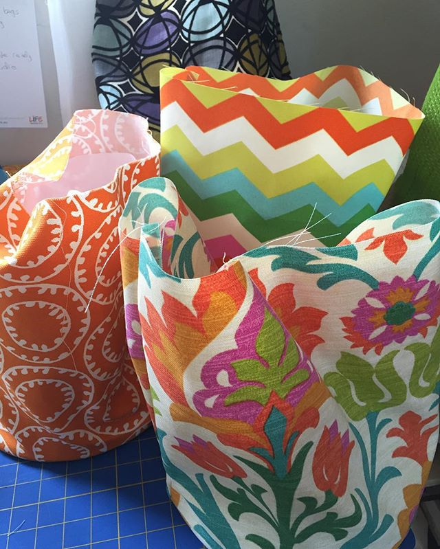Back #sewing - #bucketbags and #totebags #handbags #handmade #summer #print #chellesummer #orange #inspire #create #sew