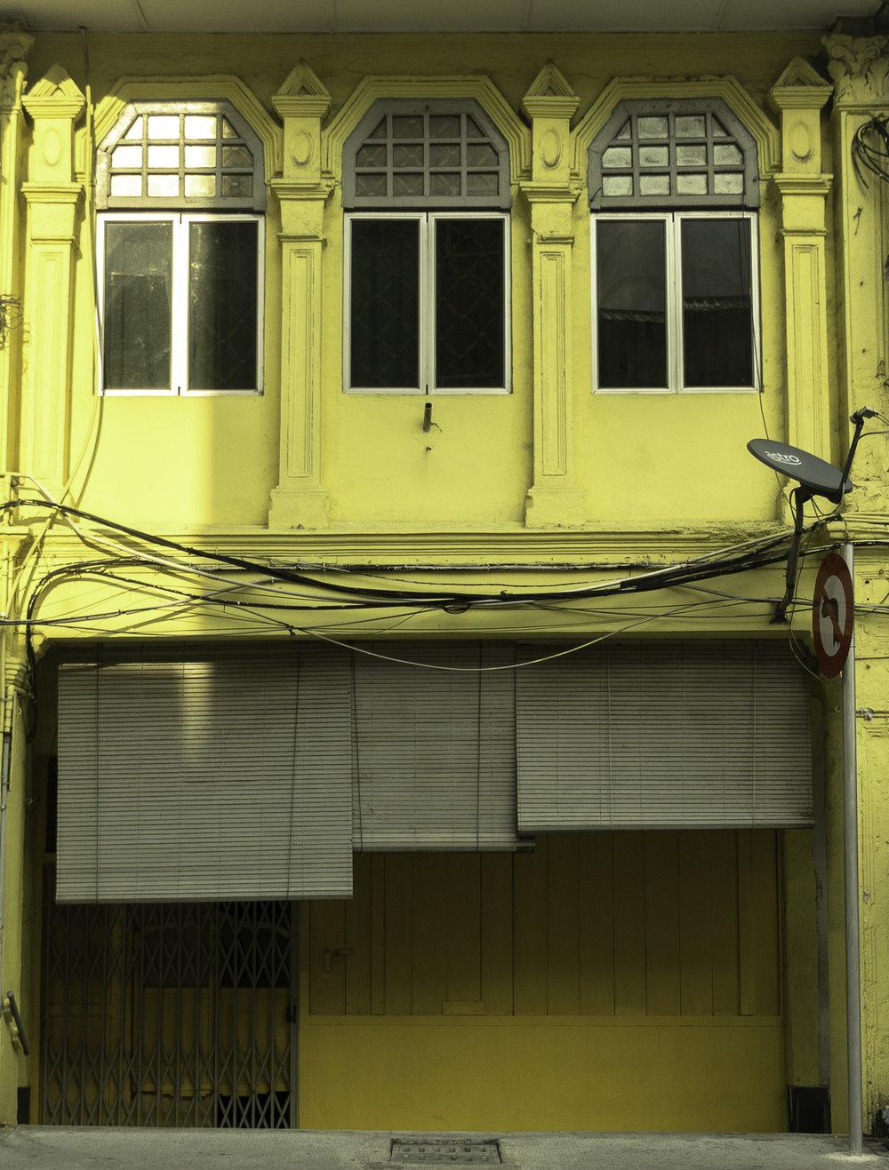 Yellow-facade-in-Singapore.jpg