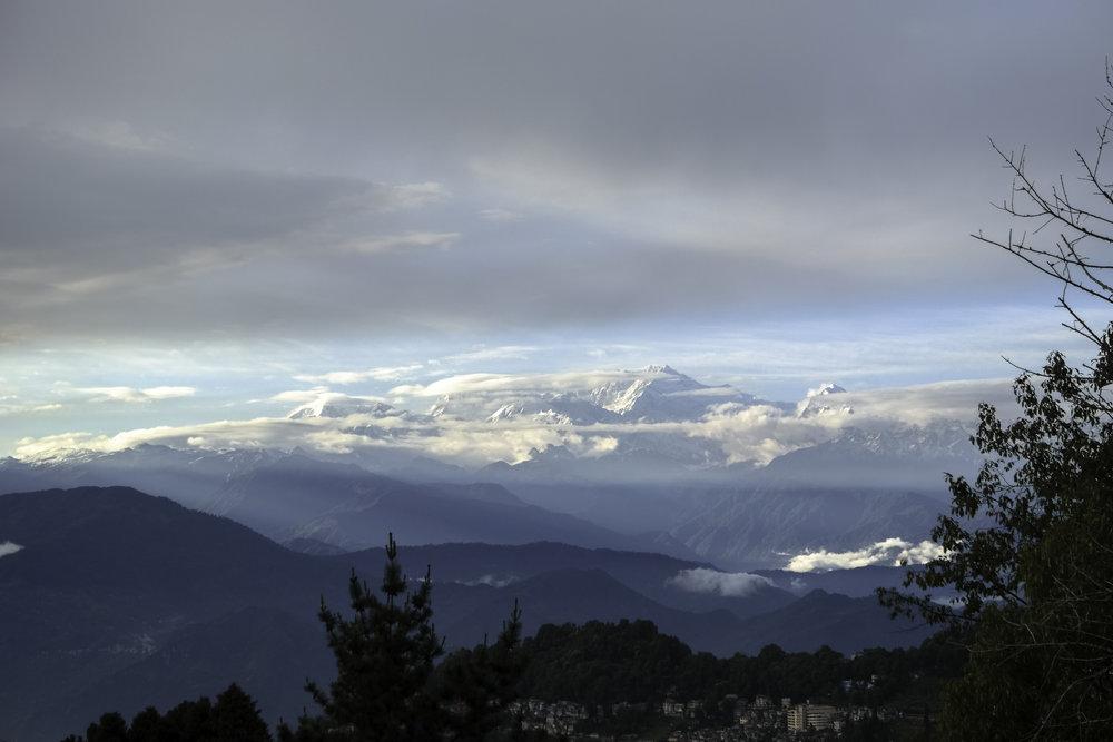 Himalaya-mountain-range-Darjeeling-India.jpg