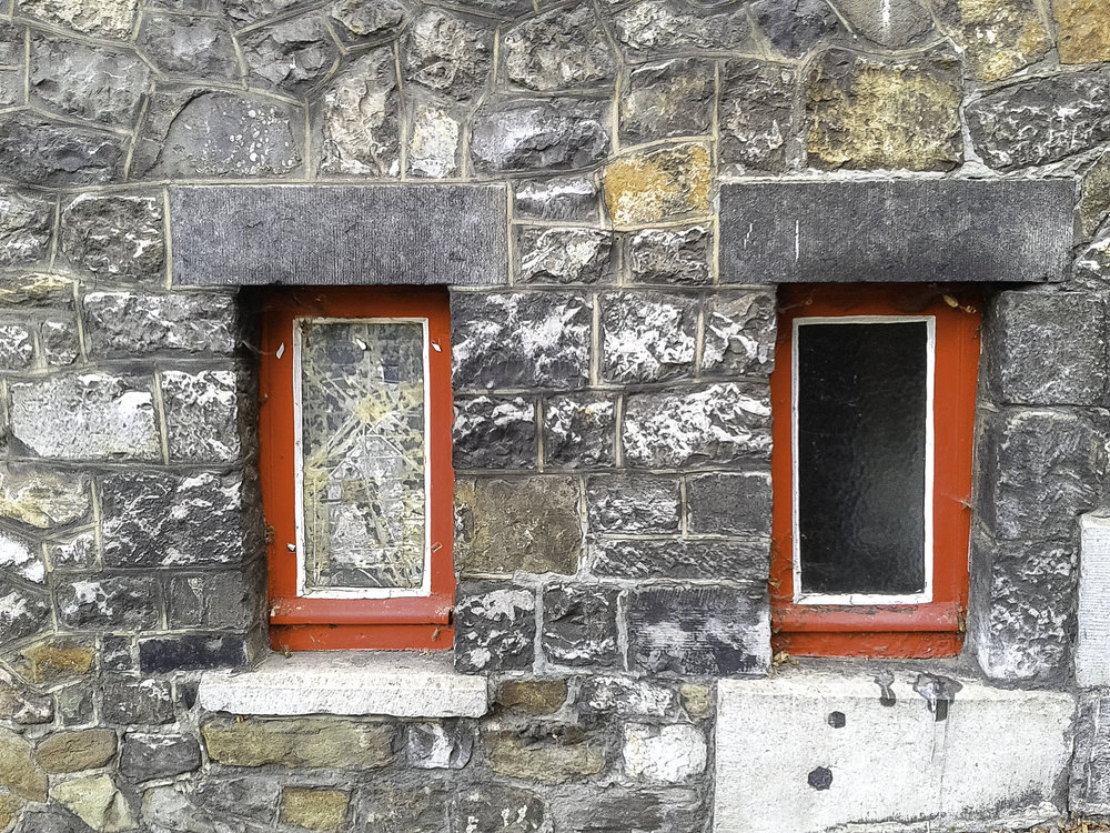 Red-windows-no-expression-Belgium.jpg