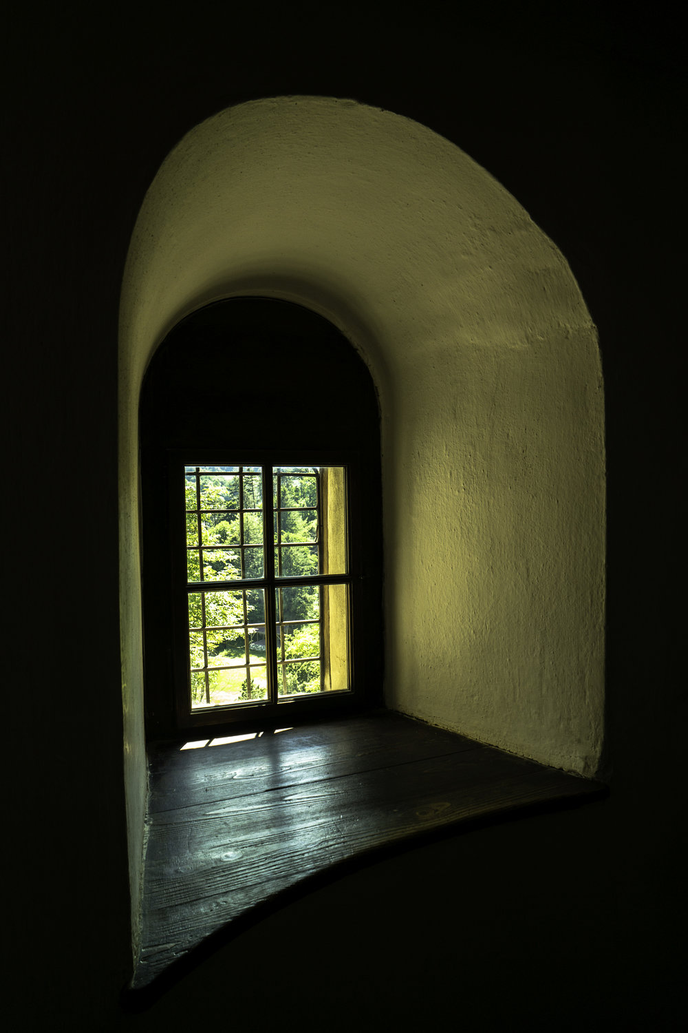 Bran-Castle-Romania-double-window.jpg