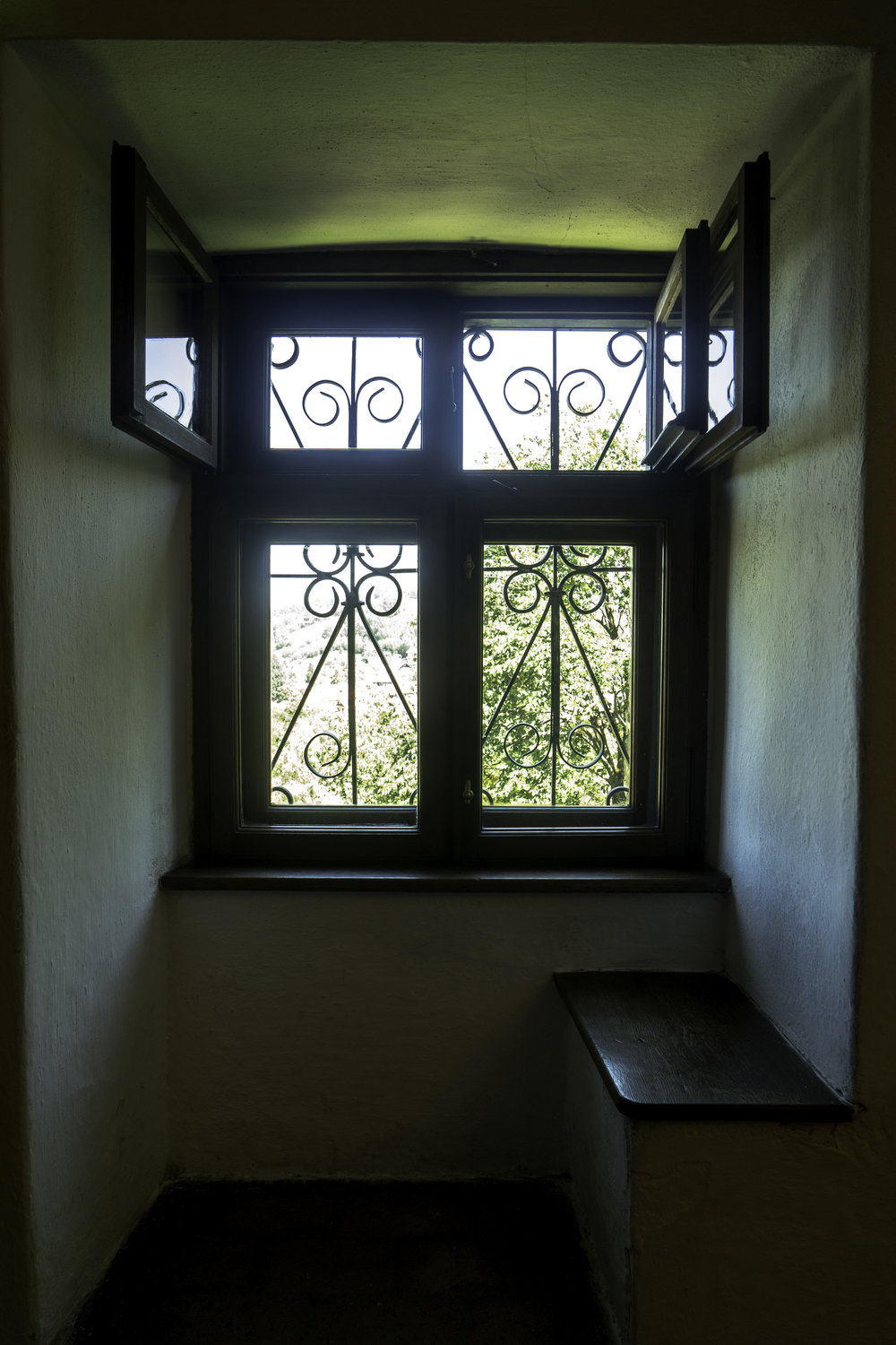 Bran-Castle-Romania-simple-window.jpg