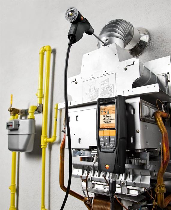testo-320-Flue-Gas-Analyser-machine-pipes-3_pdpz.jpg
