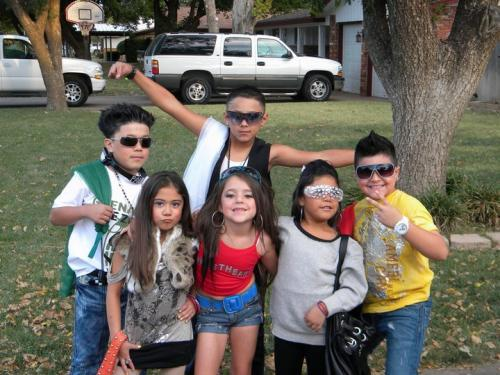Source: http://www.opposingviews.com/i/gallery/entertainment/25-extremely-inappropriate-halloween-costumes-kids