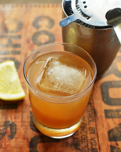 Source:http://www.thekitchn.com/cocktail-recipe-of-the-summer-the-gold-rush-recipes-from-the-kitchn-175656