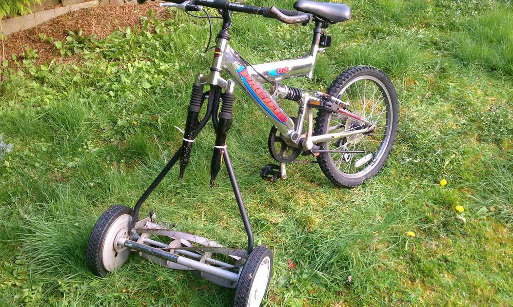 """I'm gonna go bike the lawn!"" http://bit.ly/1yl9Pg9"