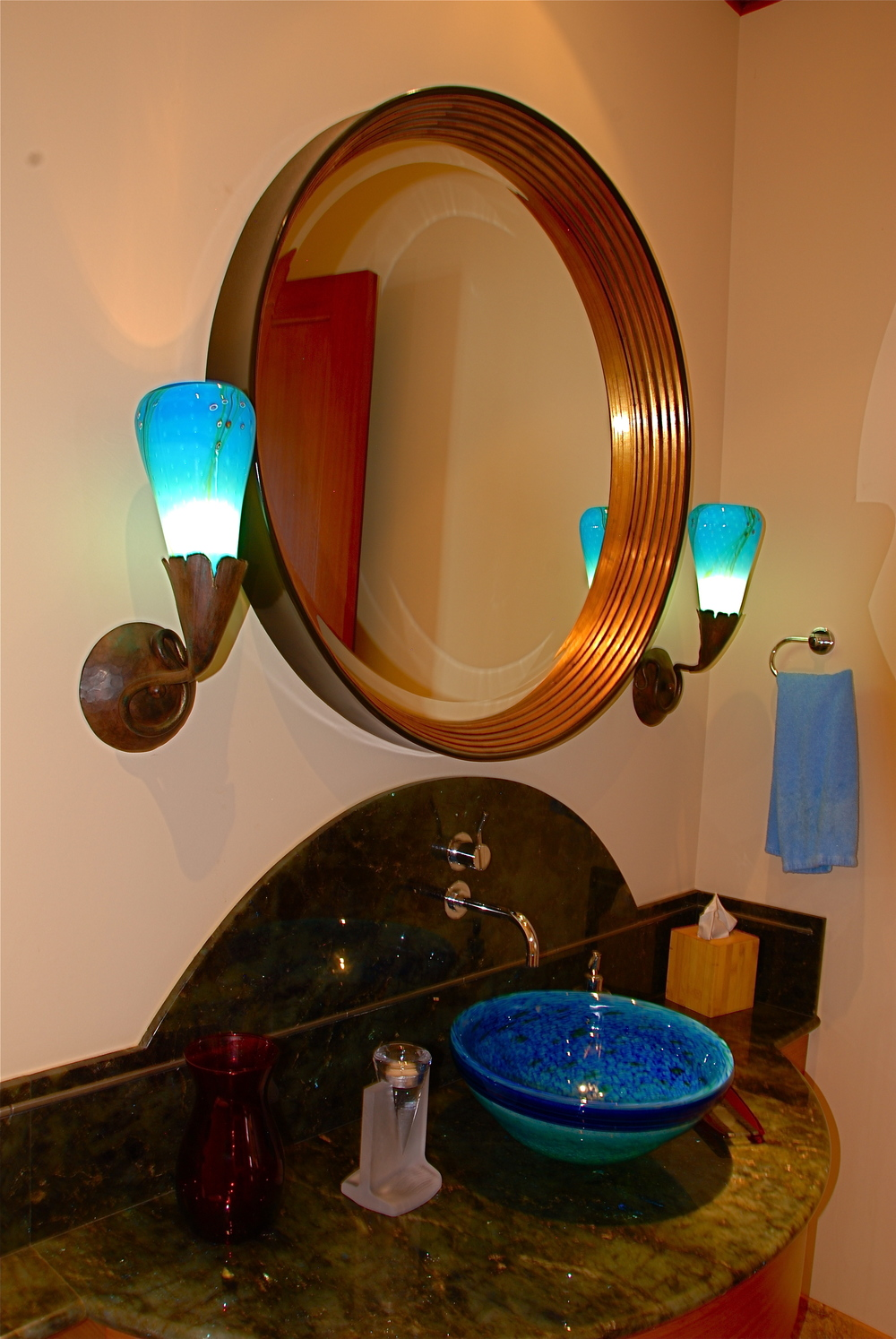 Gingko style wall sconce with Aquaiurm color