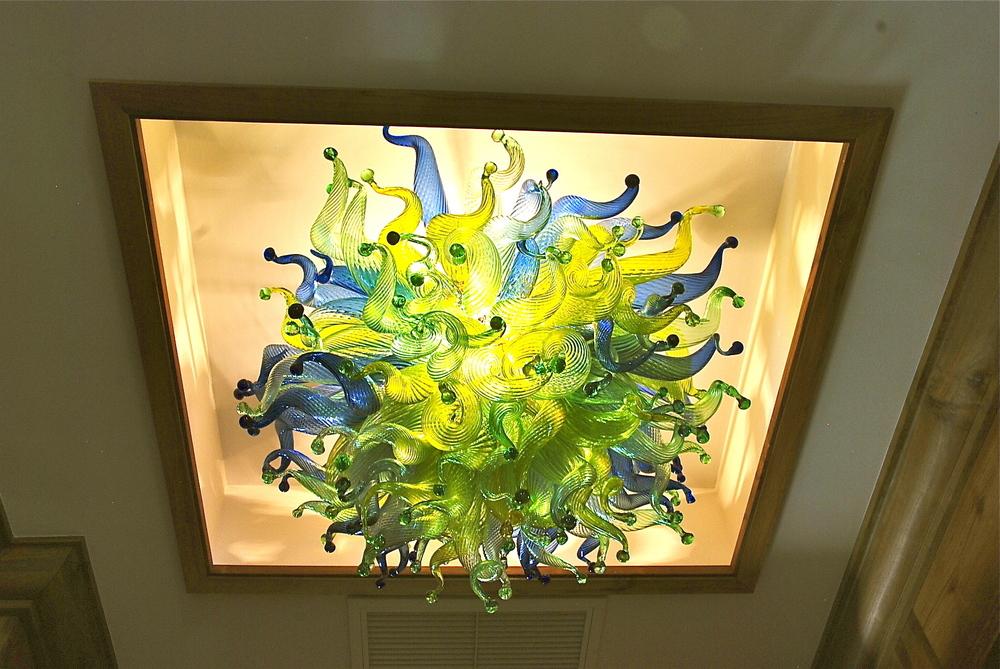 pololena entry way into the Master bath Suite. Wailea. Maui, Hi. strini art glass