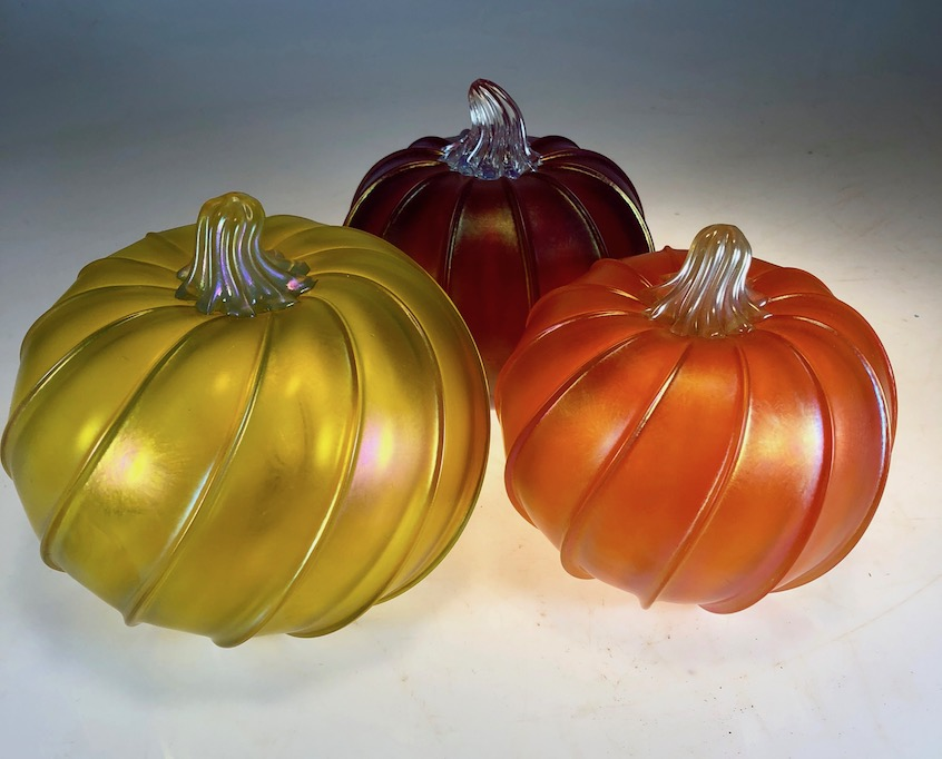 pumpkins in Maui   strini art glass   rick strini 2018
