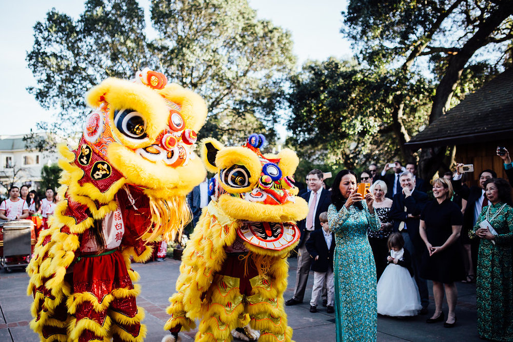 Chiese lion dance at wedding