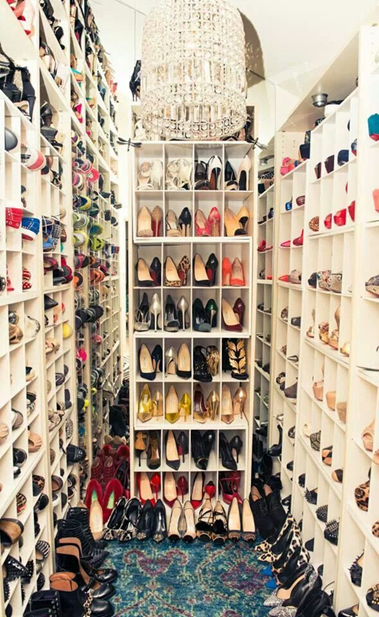 Walk-In Shoe Closet.png