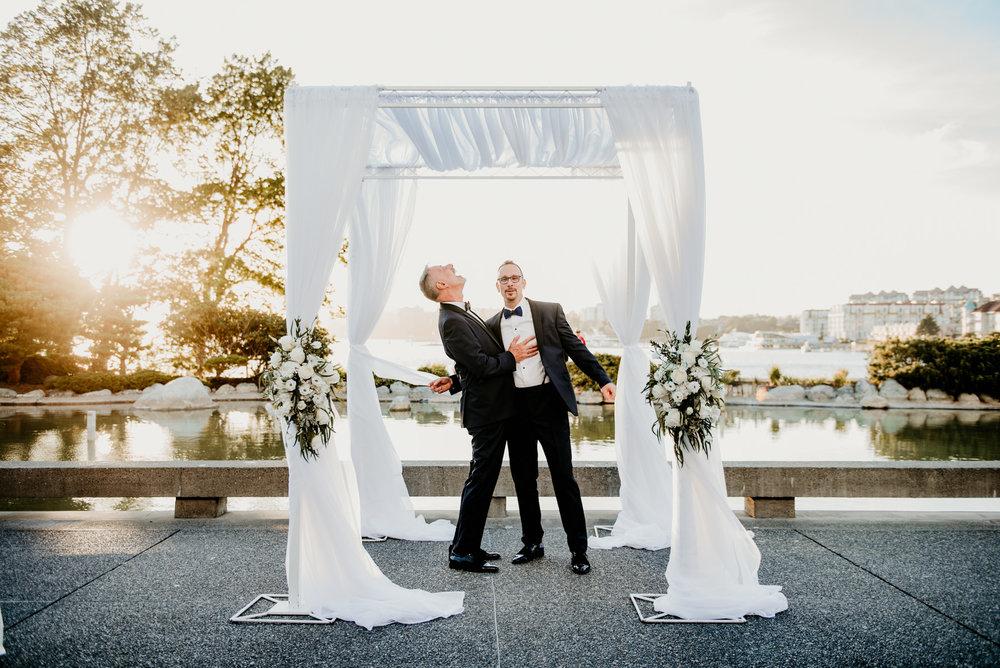 2018-09-01 Andrew Keith Deringer Photography Laurel Point Inn Wedding-57.jpg