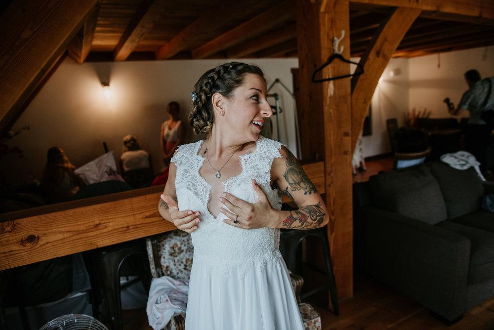 2018-08011-Wedding-Victoria-BC-Birds-Eye-Cove-Farm-Heather-Chris-26.jpg