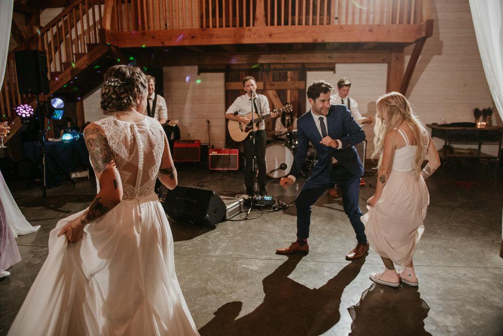 2018-08011-Wedding-Victoria-BC-Birds-Eye-Cove-Farm-Heather-Chris-150.jpg