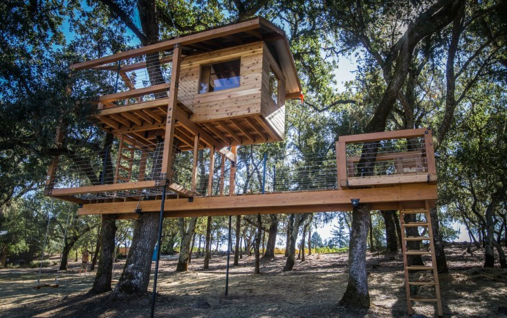 """Before & After: A Two-Story Treehouse in Calistoga, California - San Francisco Bay Area-based o2 Treehouse specializes in designing and building """"arbor-textual creations"""" for residences and commercial properties.Since 2006, when founder Dustin Feider coupled his background in furniture design with his passion for outdoor climbing to start building treehouses, he and his crew have built dozens all over California.Read the rest on Gardenista."""