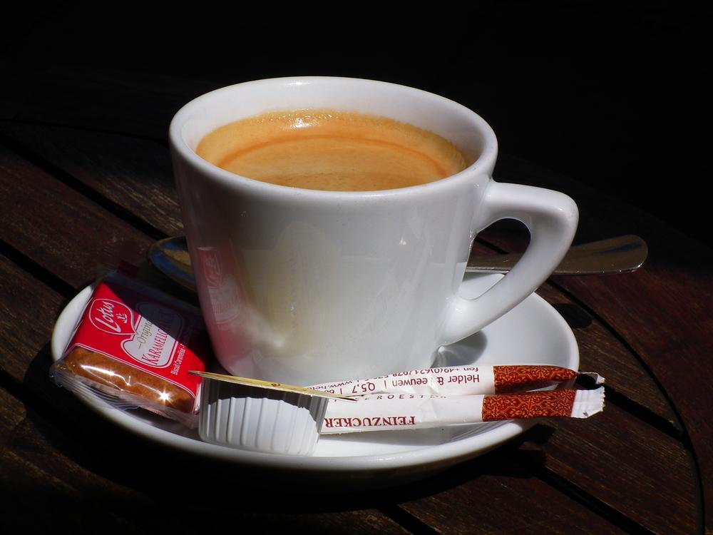 Kaffe, Zucker und Alkohol fördern die Hyperhidrose