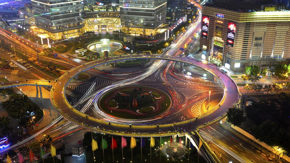 Пешеходный мост Лузьяцуй, в центре делового центра Пудун2.jpg