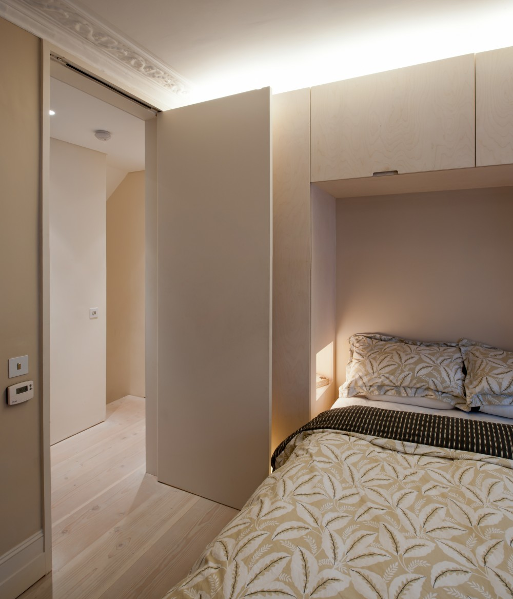 The-jewel-box-0009-Master-bedroom-1000x1167.jpg