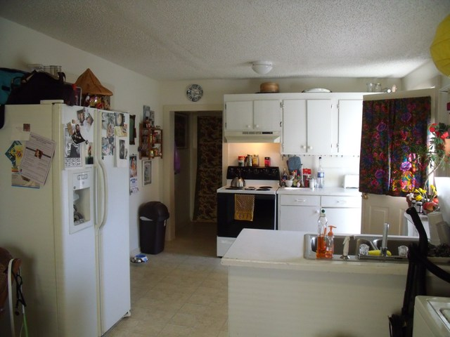 dining area kitchen.JPG