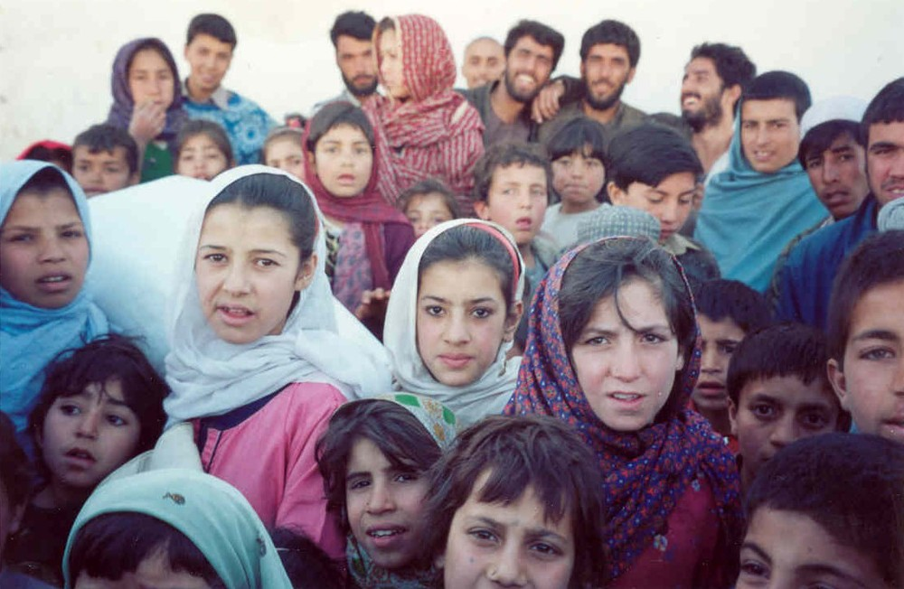2002_06_14_AFG_crowd.JPG