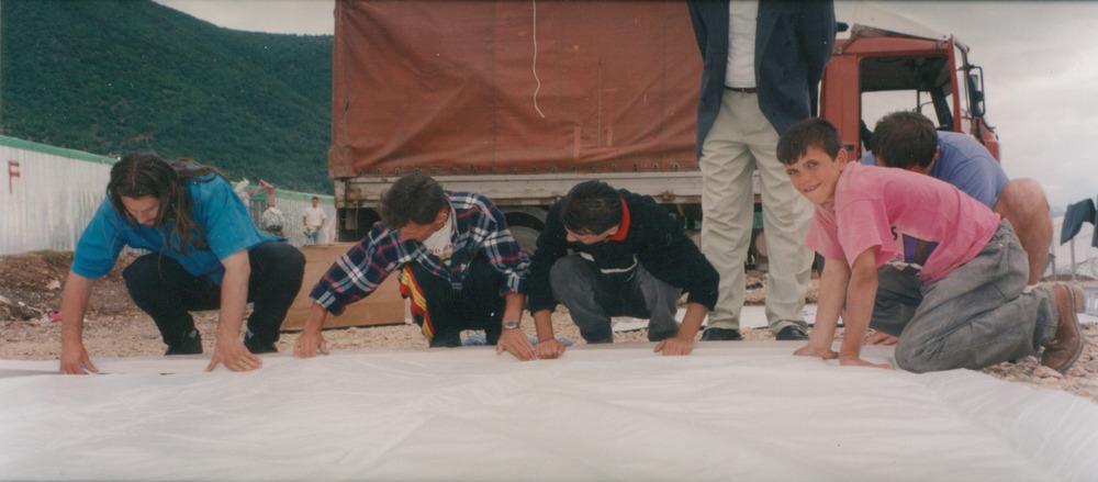 1999_KSV_filmaidcrewlaysoutscreen_1.jpg
