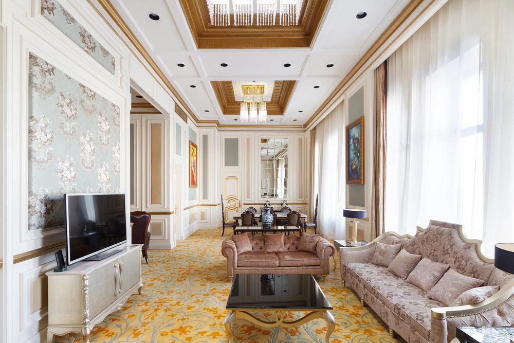 presidential-suite-nikolskaya-kempinski-livingroom.jpg