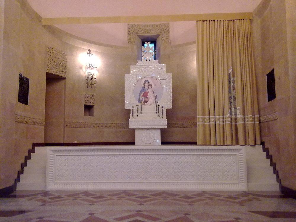 Armenian_complex-5-altar,_Moscow.jpg