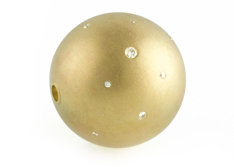 Gold-ball-clasp-with-diamonds.jpg