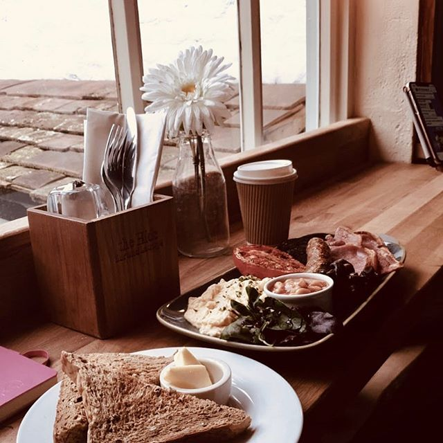 The Hide Full English Brekkie... while watching the world go by. Nom nom nom. #thehideampthill #ampthill #startthedayright