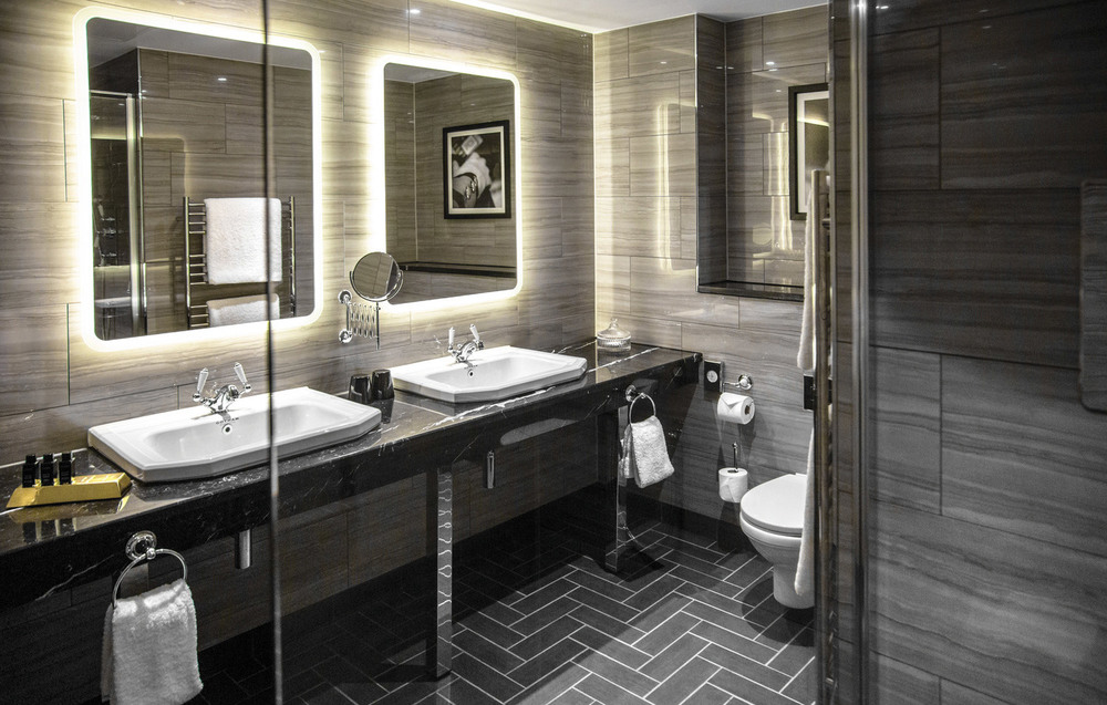 Double_Sink_Bathroom.jpg