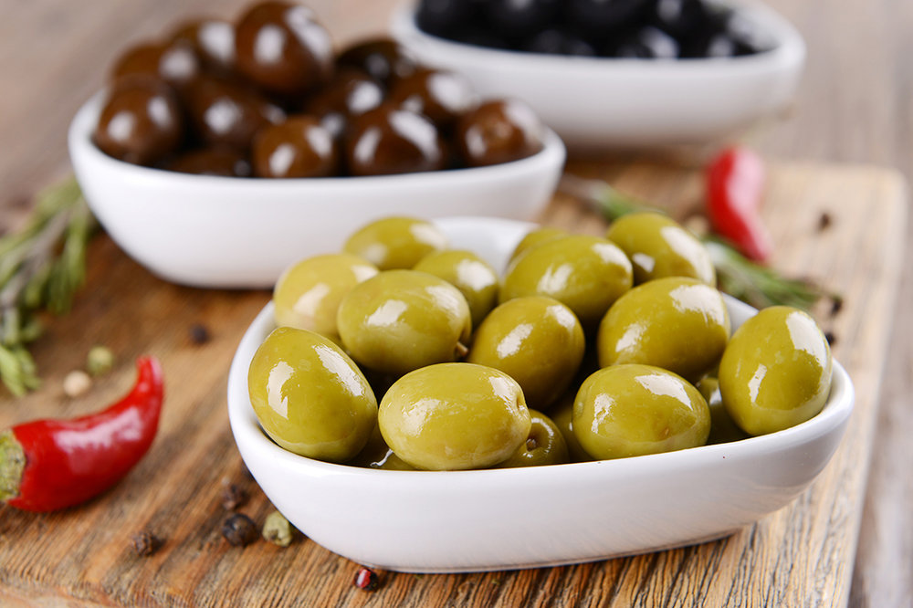 Olivas - Marinated olives.