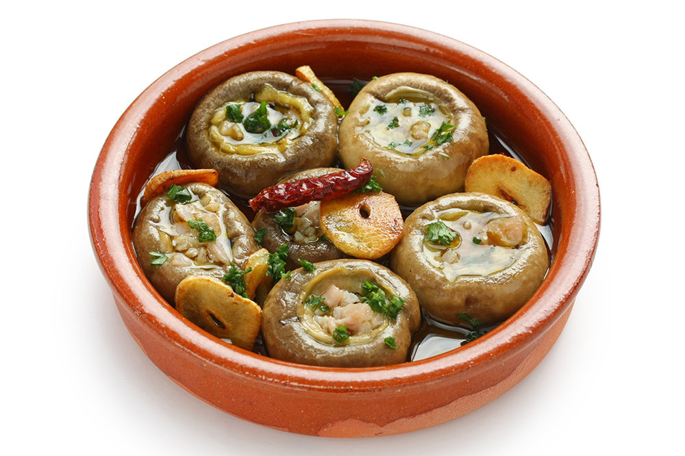 Champiñones al ajillo - Garlic-sautéed mushrooms.