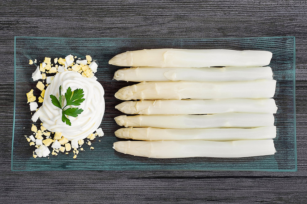 Esparragos con mayonesa - White asparagus with handmade mayonnaise.