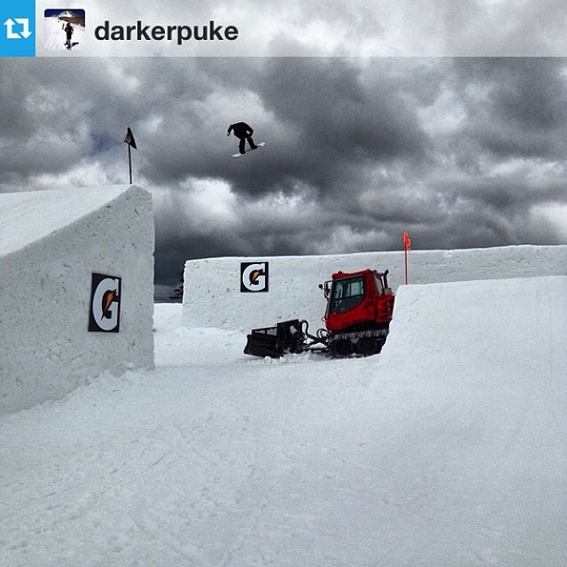 @sam_hulbert snapped a photo of #unhlyfolk @darkerpuke doing a back 1 at #superpark18 looks like the move to @mthoodmeadows is rad! #snowboarding @snowboardermag