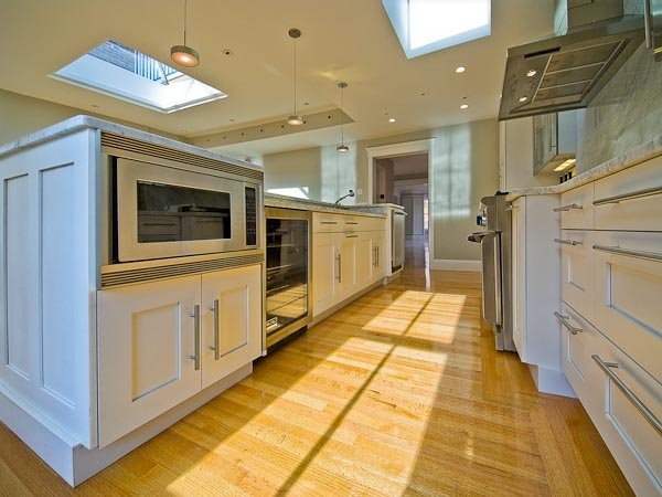 600_Comm_Ave_White_Kitchen_1.jpg