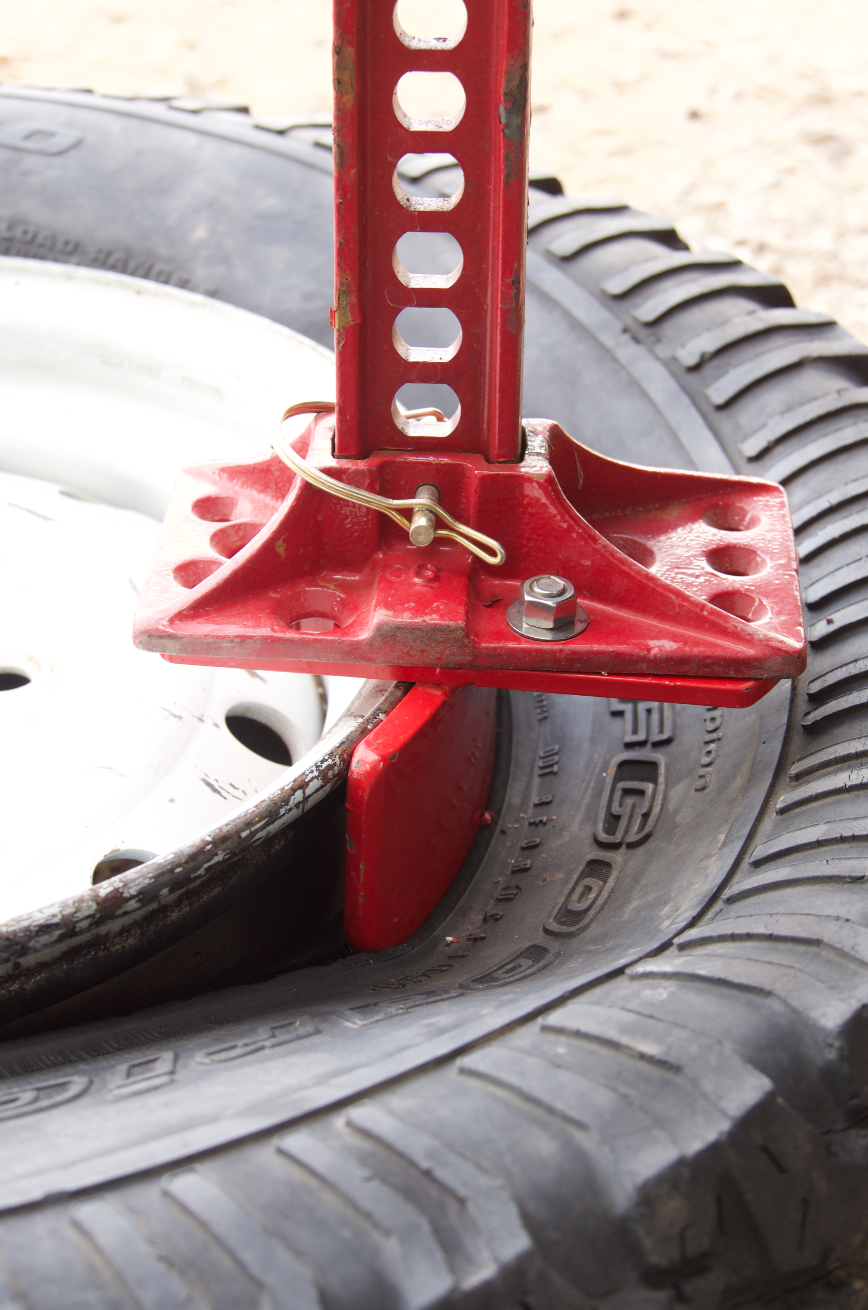 The Beadbuster makes beadbreaking with a Hi-Lift jack easier on the tire.