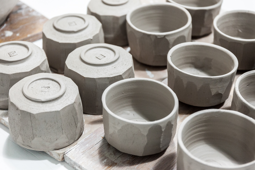 A fresh batch of No. for Rikumo Mokutan bowls ready to glaze.