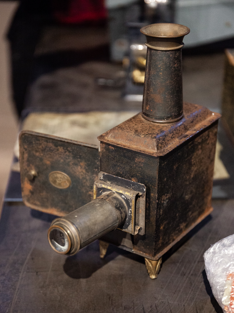Rob Buscher's vintage mini magic lantern.