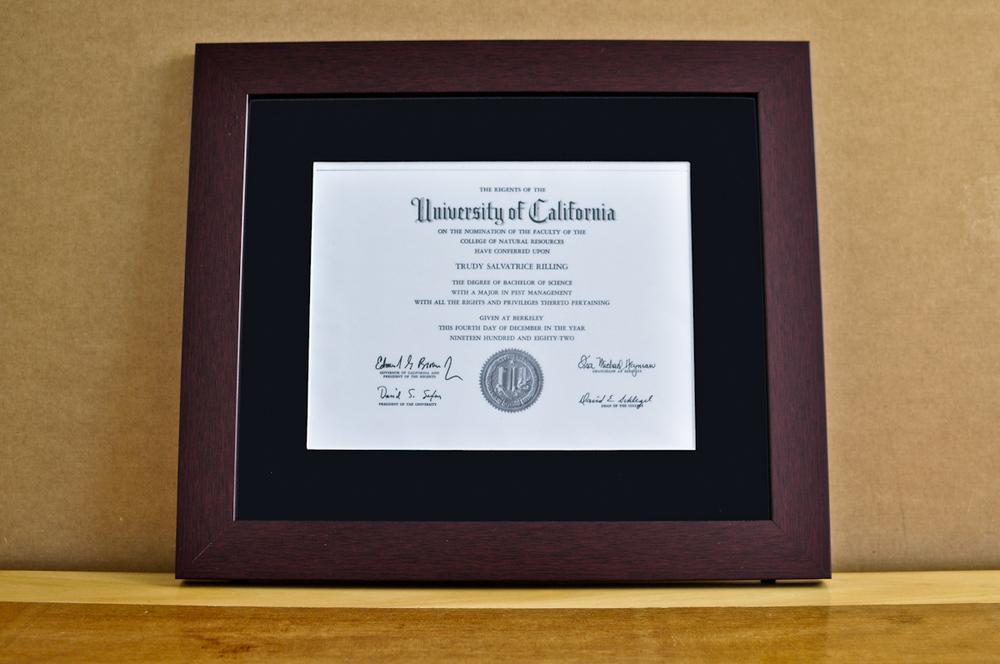 "Style: Medium Frame Color: Mahogany Mat: 2"" Black Diploma: 11"" W x 8 1/2"" H"