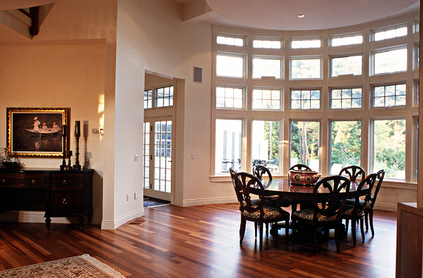 Curvilinear Dinning Room Space