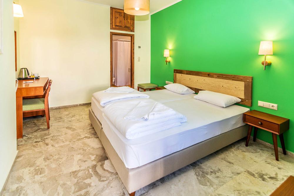aris_hotel_room_18.jpg