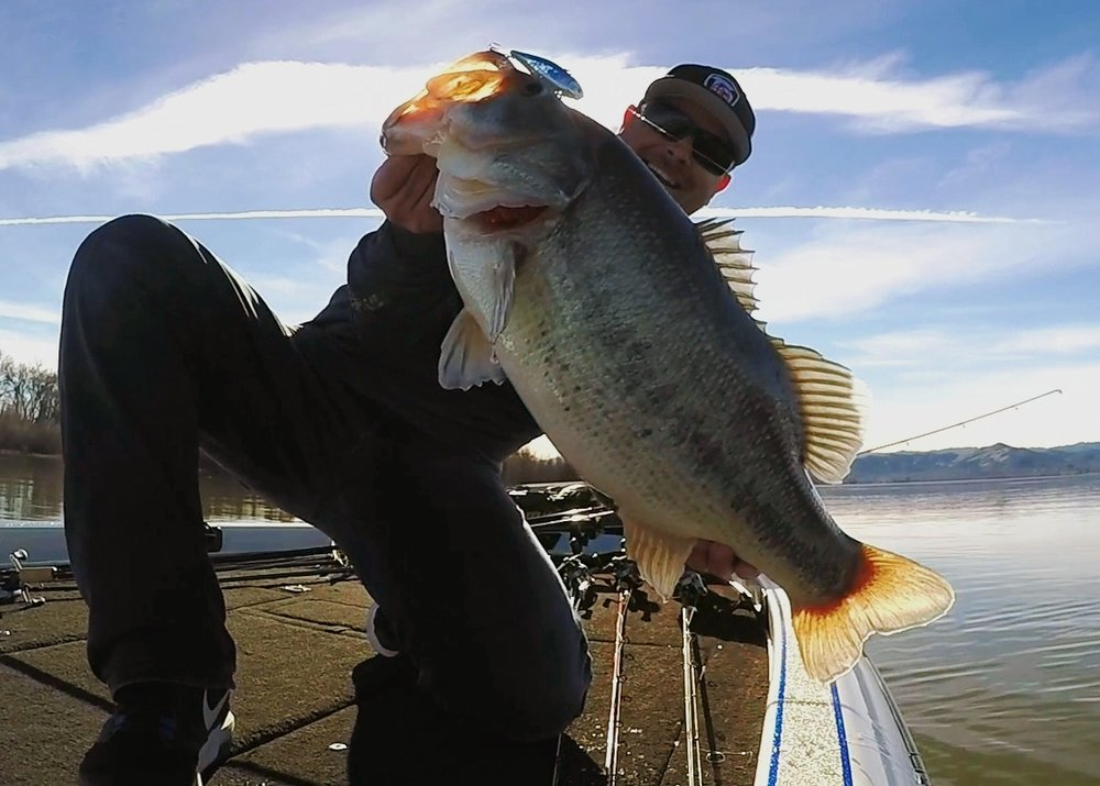 Catching a 10 LBER on a Lipless Crankbait With NO NET! | TC